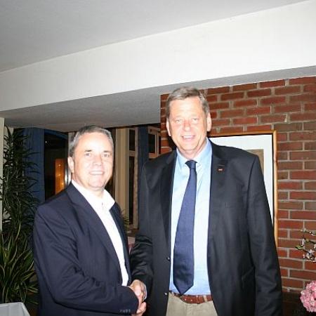 Landrat Michael Ziche gratuliert zur Nominierung als Bürgermeisterkandidat für die Kreisstadt Salzwedel